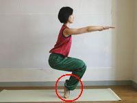 2週間であなたのふくらはぎを一回り細く整えます。ふくらはぎ&足首にきくヨガポーズで、美しい脚をめざしましょう!