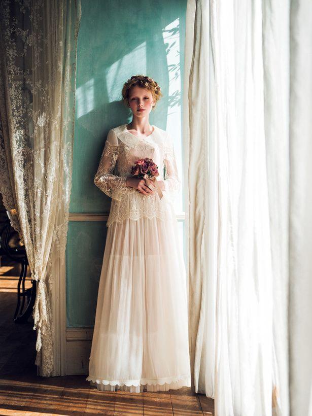 マリア・ラブレース(Maria Lovelace) 襟つきのオーバーブラウスでノスタルジックな雰囲気に