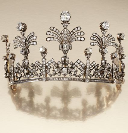 DIAMOND TIARA, MID 19TH CENTURY Designed as a graduated series of open work articulated panels of stylised Greek key and foliate scrolls, surmounted by five graduated stylised fan palm sprays, set with cushion-shaped, circular- and rose-cut diamonds, inner diameter approximately 210mm