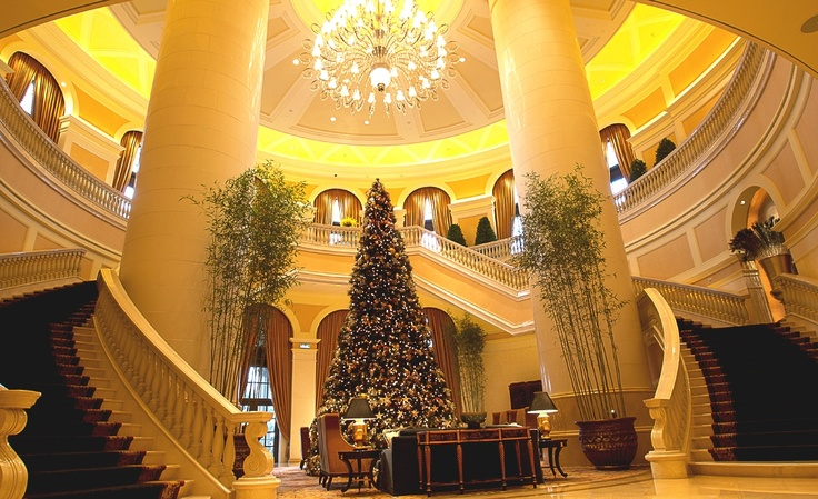 @Four Seasons Hotel Macao, Cotai Strip's lobby oozes classic holiday elegance this time of year. #HowToHoliday