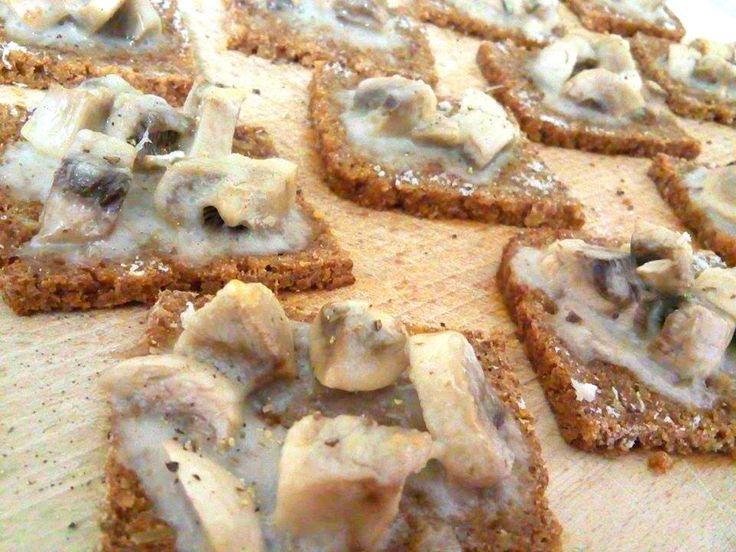 Crostini caldi con champignon e besciamella