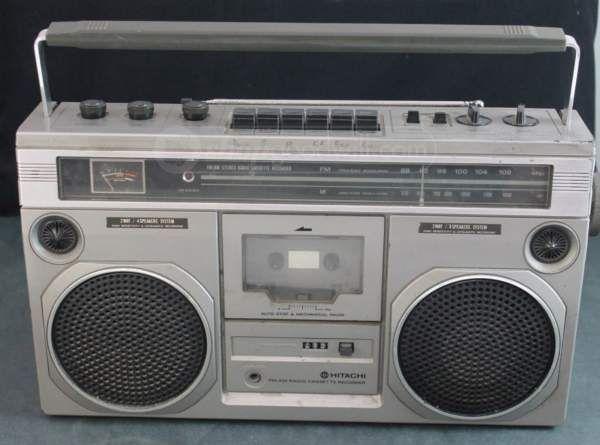 HITACHI FM/AM Radio Casette Recorder