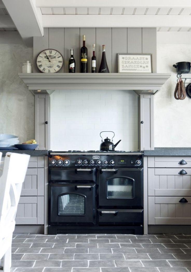 Landelijke keuken met replica antieke plavuizen Kersbergen -  - inspiratie van uw-vloer.nl #plavuizen #keuken