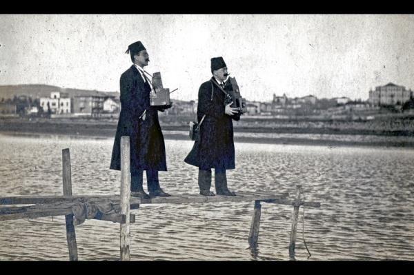 1910 yılında devletten 001 numaralı foto muhabiri kimliği alan, Türk basın tarihinin ilk foto muhabiri Ferit İbrahim  #istanlook