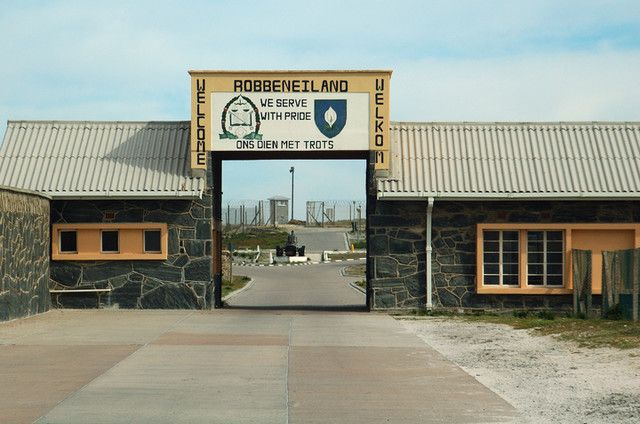 Gerbang utama penjara di Pulau ...