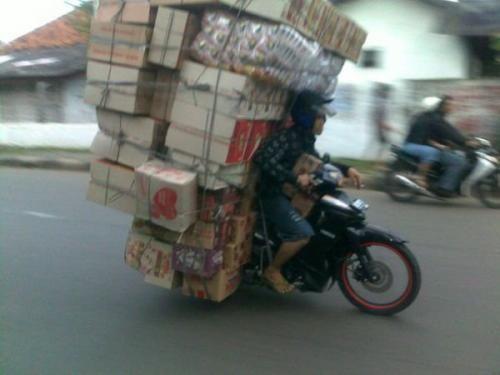 Membawa barang lebih besar dari kendaraannya