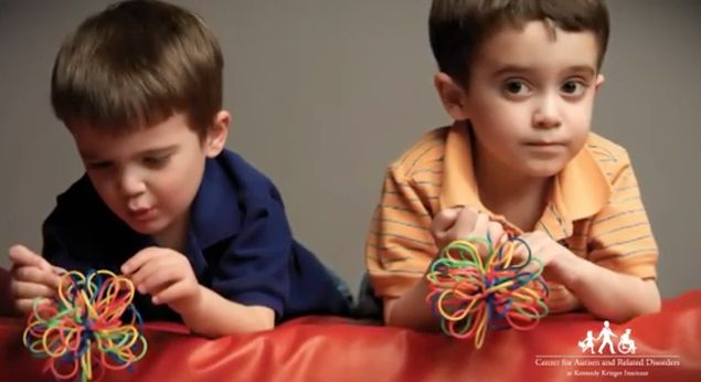 How toddlers with autism behave: a super-helpful new video that compares videos of typically-developing children at play with ones showing early signs of autism spectrum disorder.