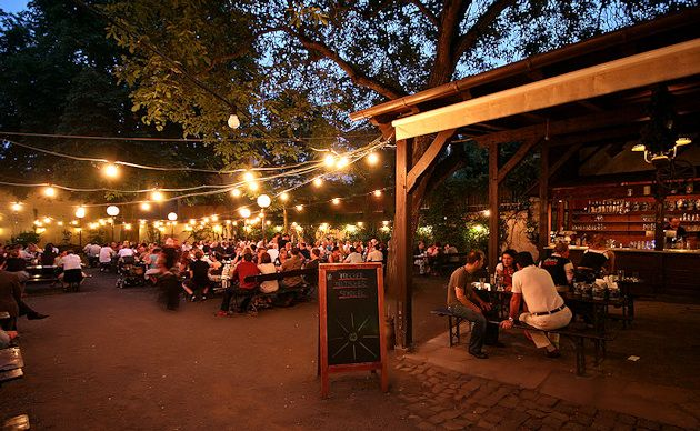 Historic Restaurant ZUR SONNE - Appelwine & Cider Tavern with a large Beer Garden in Frankfurt-Bornheim