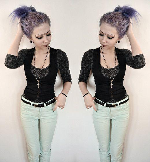 Rosa Pekkanen - Lindex Leopard Shirt, Second Hand Vest, Gina Tricot Mint Jeans - (un)usual