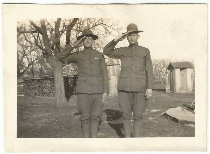 2 MILITARY GUYS IN UNIFORMS SALUTE OLD VINTAGE PHOTO/SNAPSHOT-G619