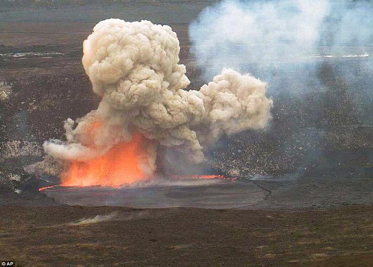 Hawaii's Kilauea volcano eruption sends lava, rocks and gas into air http://dailym.ai/1GM4j4d
