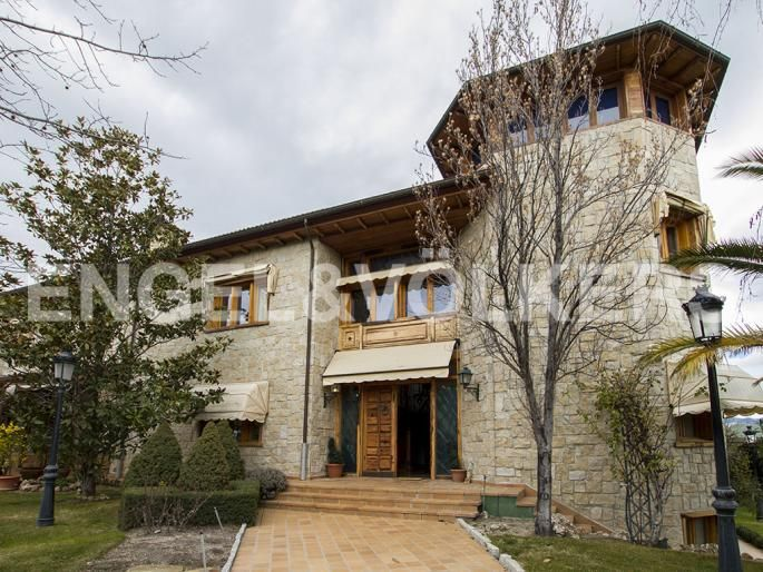 Magnífico Chalet de Capricho y Máxima Calidad Informe de Engel & Völkers | W-021W5U - ( España, Madrid alrededores, Las Rozas, Monte Rozas )