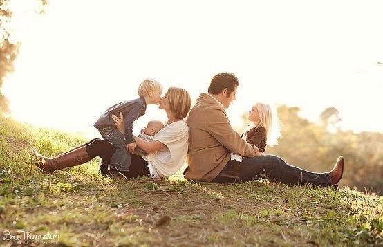 Harvard Homemaker 125 Family & Sibling Photos: Posing Ideas & Inspiration - Harvard Homemaker