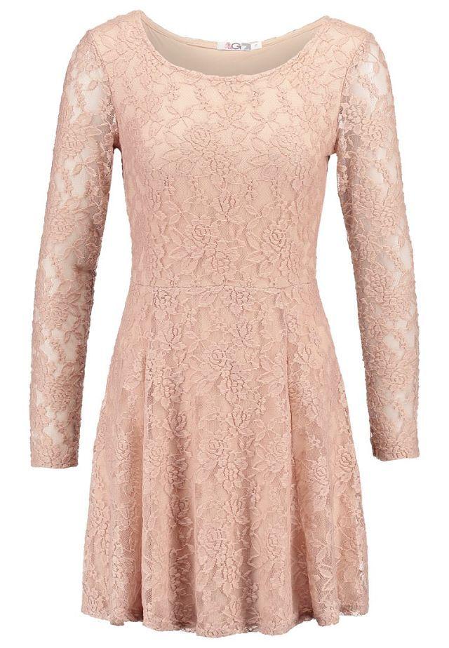 Vestidos románticos para esta Primavera: vestido de blonda