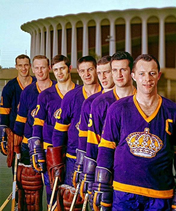 Original #LAKings in 1967 outside the Forum, including Terry Sawchuk (middle of row). Captain is Bob Wall. (from Twitter)