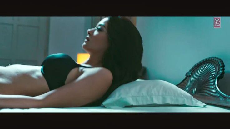 Hate Story 2 Pic Of Actress: Surveen Chawla In Bikini In Hate Story 2