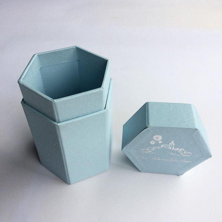 Hexagon gift box #box #gift #giftbox #hexagon #exclusive #adorable #pantone #printing #percetakan #jakarta #maucetak #indonesia #freeongkir