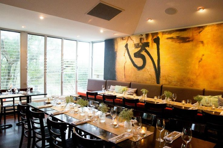 Beautiful Wedding Reception venue in Noosa on the Sunshine Coast. Offering Banquet, Cocktail, Yum Cha and Sit Down menus by the beach.