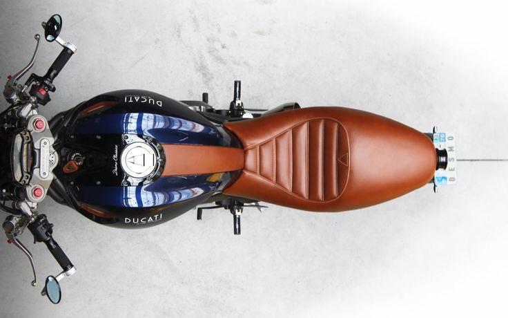 WOW! Ducati Monster #CafeRacer ''#18 Guiseppe Farina'' by Desmo Classico - Etik Motorcycles. Una #Ducati deluxe inspirada en los clásicos Ferrari 250. Minimalista, elegante y serie limitada | caferacerpasion.com
