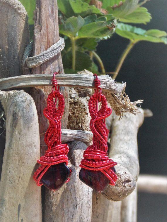 Alambre de joyería envuelta, totalmente hecho a mano con piedra de nacar rojo en…