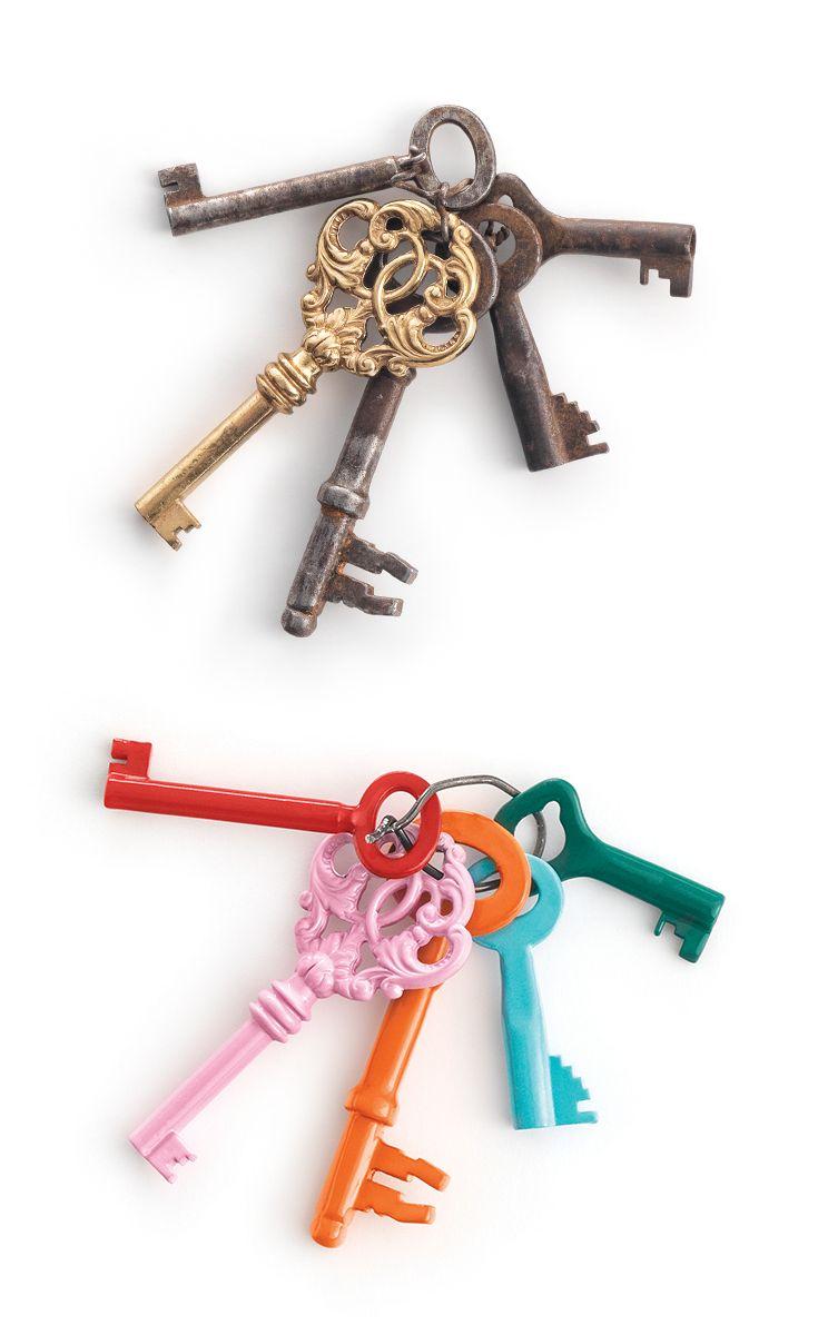 Lakk nøklene i forskjellige farger så de enkelt husker hvilken som går hvor. I tillegg blir du glad av å se på dem. :) #bengalack #diy #quickbengalack