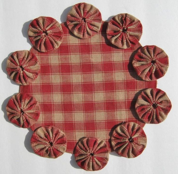 Vermelho E Branco Homespun Mesa Centro De Mesa Primitivo Yoyo Vela Mat País Doily   Casa e jardim, Cozinha, copa e bar, Roupas de mesa, cama, banho e têxteis   eBay!