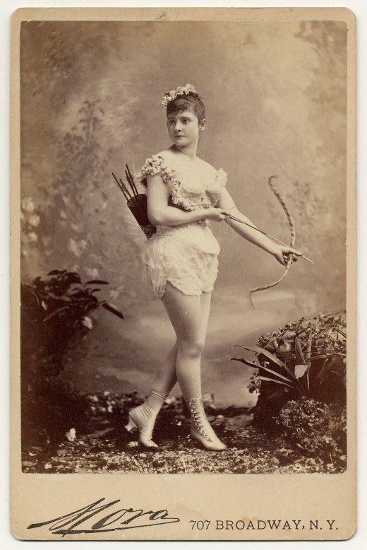 Madame Halcion in ihrer ersten Rolle - einem Auftritt, den sie am liebsten vergessen würde.