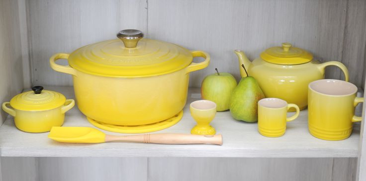 le creuset soleil geel le creuset signature pinterest colors sun and the o 39 jays. Black Bedroom Furniture Sets. Home Design Ideas