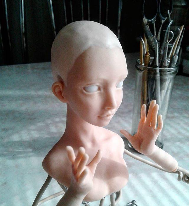 Кусочек рабочего процесса #скульптура#лепка#полимернаяглина#куклы#интерьернаякукла#sculpture#sculpt#polimerclay#doll#art#artdoll