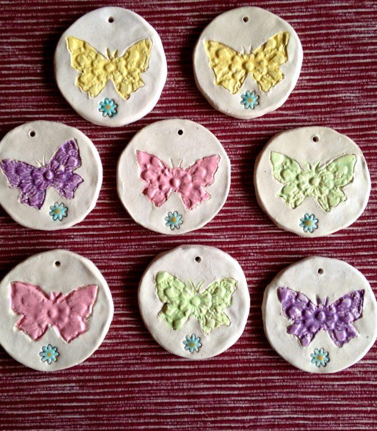 Fancy Schmetterlinge Fensterdeko Wanddeko oder freih ngend ca cm R ckseite mit Abdruck von einem H keldeckchen