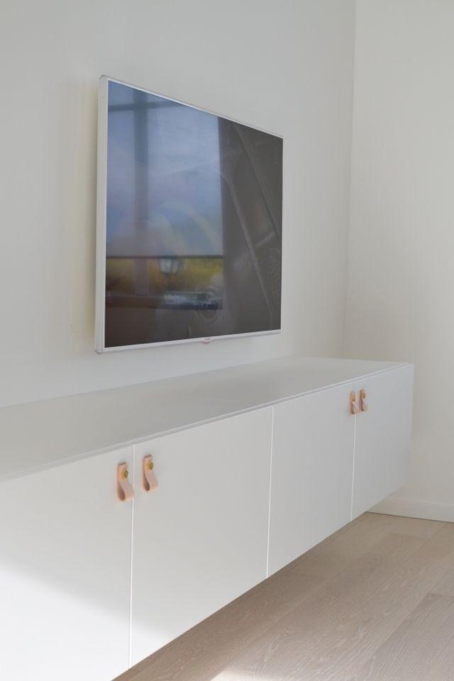 Sådär ja! Då var tv-möbeln på plats och jag känner mig helnöjd med denna lösning från IKEA. På sikt kanske vi beställer en toppskiva i marmor. Var även inne på luckor från Superfront men tycker att