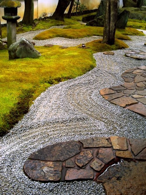 japaneseaesthetics: Mirei Shigemori Residence,Kyoto, Japan The Shigemori Residence is a traditional town house dating from the middle Edo period with an adjoining garden and tea ceremony pavilions. Both garden and pavilions were designed by Mirei Shigem