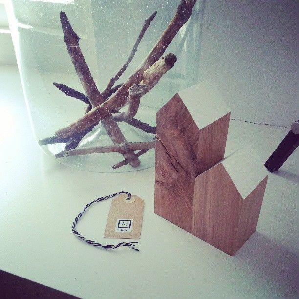 de houten huisjes, dit keer in het wit. al onze eiken huisjes zijn van FSC gecertificeerd hout gemaakt met hand en liefde