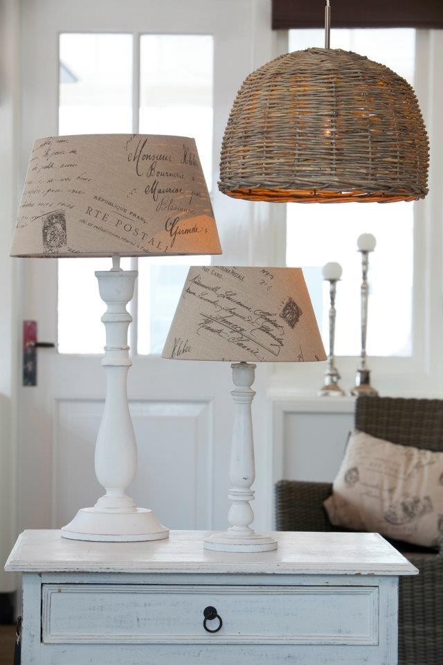 Rusztikus fehér lámpatalp / Rustic white lampbase