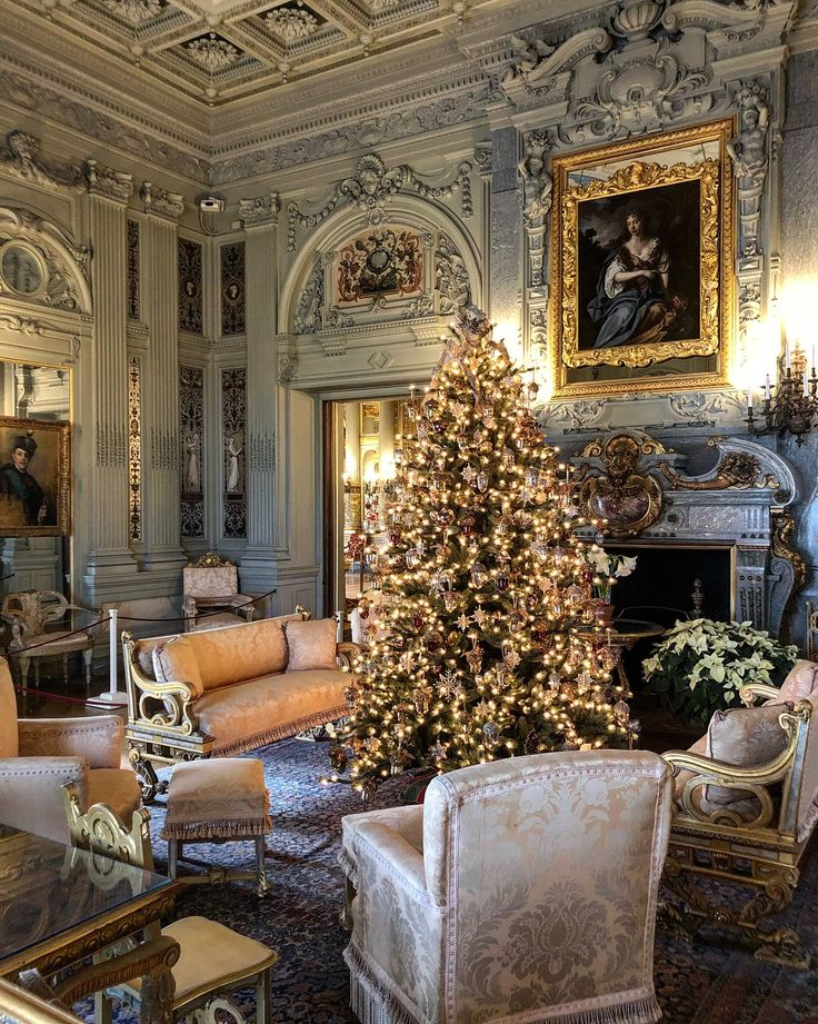 Christmas at the Buckingham Palace   Christmas interiors ...