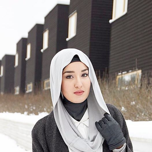 Blogger #FashionwithFaith spotted in our #Gray #Infinity #Hijab! Love this look on her! www.Hijab-ista.com #Spotted #Hijab_ista #hijabista #hijab-ista