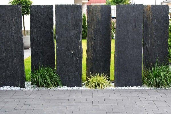 Stilvolle Akzente Im Garten Sichtschutzplatten Aus Naturstein Sichtschutzwand Garten Natursteine Garten Garten Gestalten