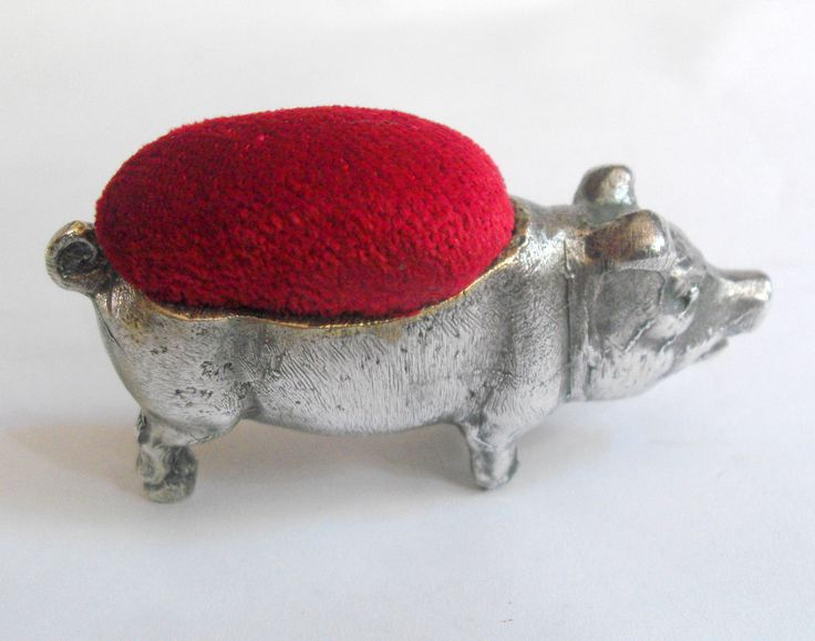 11458 £35 inc UK post. Offers welcome. Heavy #vintage novelty pig pin cushion (condition elements)