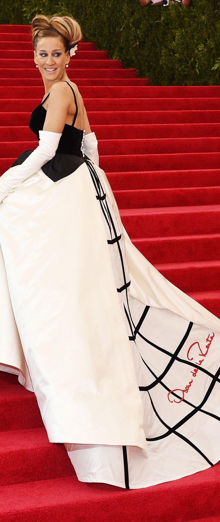 Sarah Jessica Parker in Oscar de la Renta at the 2014 Met Gala. #MetGala