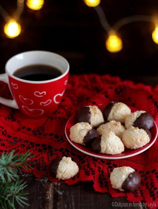 Biscotti al cocco e cioccolato ricetta biscotti di Natale Dulcisss in forno by Leyla