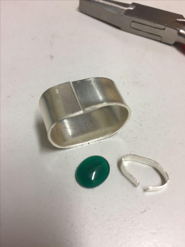 Levy 0.8x1mm taivutetaan pyöreäksi, sahataan 0.4 levystä sopiva pätkä (30 mm) kivikuppia varten