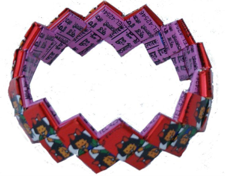 Armbandje gemaakt van gerecyclede chips-zakken in Nepal www.kleurrijknepal.nl