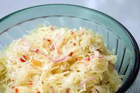 Wat deze salade zo lekker maakt is zijn eenvoud, maar ook het feit dat je de slasaus zelf maakt. Dat is veel lekkerder dan kant en klare mayonaise of slasaus. Witte kool zit boordevol voedingsvezels en vitaminen en is een lekker pittige afwisseling op...