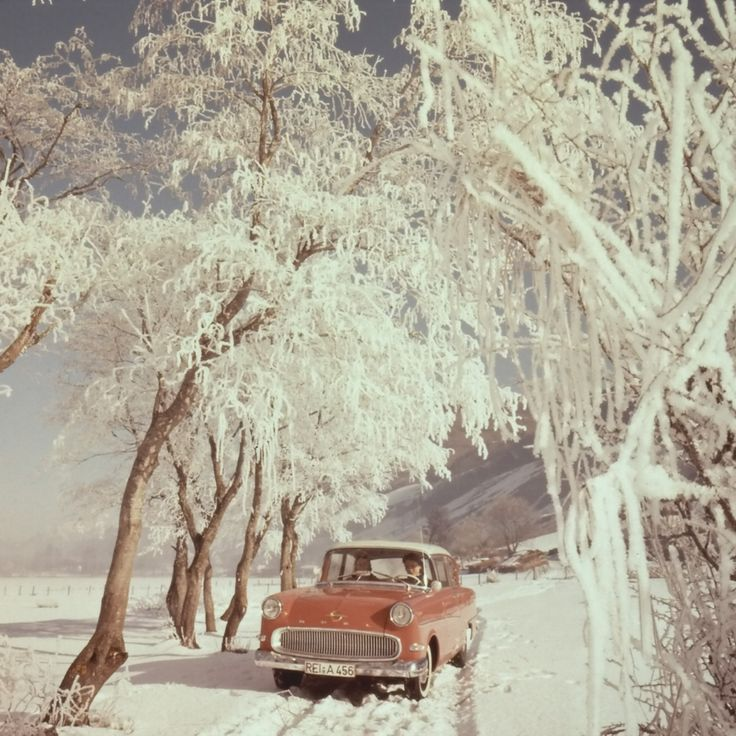 Opel_Winter_Nostalgia_in_Ice_and_Snow_-_1957_1960_Opel_Olympia_Rekord_P1_1_1920x1440-9723.jpg (1024×1024)