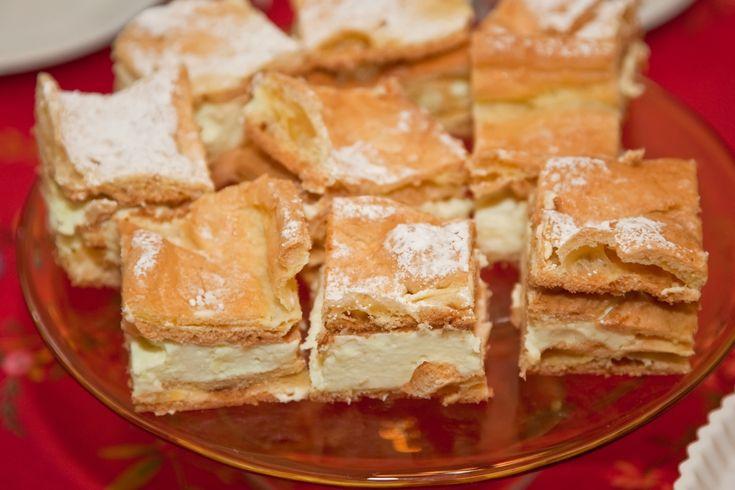 Prajitura Muntii Carpati e un desert polonez delicios cu crema de vanilie si o crusta frageda. Numele prajiturii e dat de crusta deosebita care se formeaza in urma coacerii, ce are un aspect de munti formati prin incretire.
