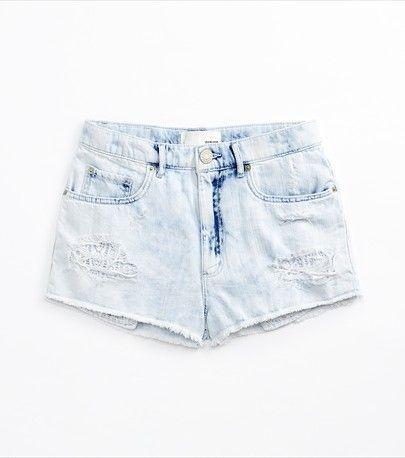 Shorts «Flirty» pâles à effet délavé à l'acide