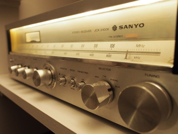 Enjoy the warm sounds of the vintage amp.