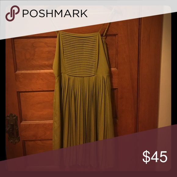Gorgeous green pleated cocktail dress Green dress, pleated skirt, spaghetti straps (adjustable). Size 6. Would fit a 4/6 comfortably. Knee length. Only worn once! EUC. Not Anthropologie, listed for visibility. From Land's End. Anthropologie Dresses