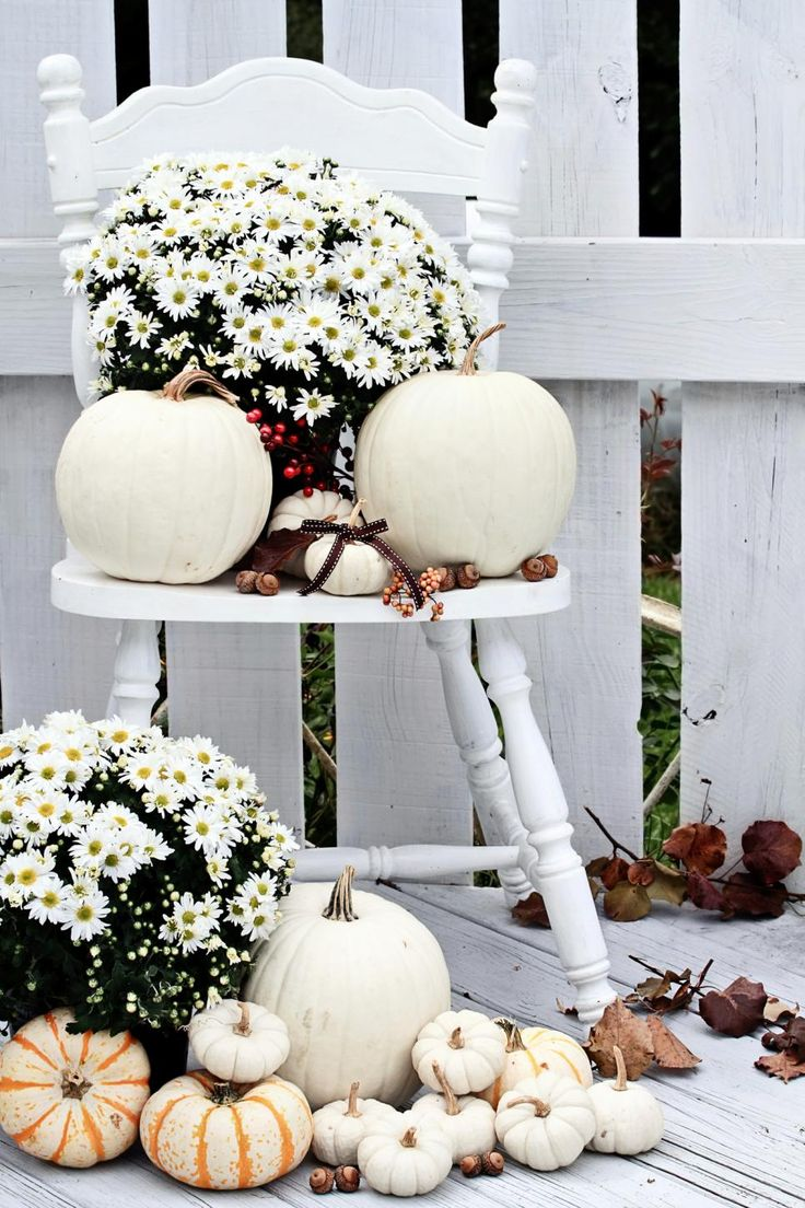 Beautiful all white outdoor decoration for fall with pumpkins and fresh flowers