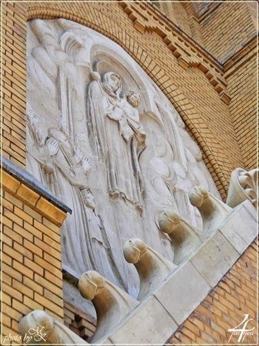 Szent István hazánkat a Boldogasszony oltalmába ajánlja dombormű Nagyboldogasszony főplébániatemplom - St Stephen of Hungary recommend Virgin patron relief Assumption Parish Church - Kispest Budapest